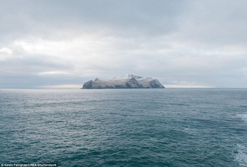 Остров Мичинес, на котором проживают 10 человек.