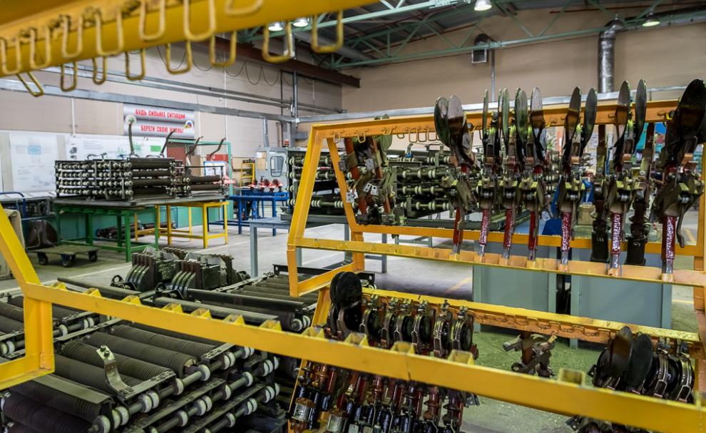 В цехе осуществляется ремонт 35 видов электрических аппаратов (основных деталей электровоза).