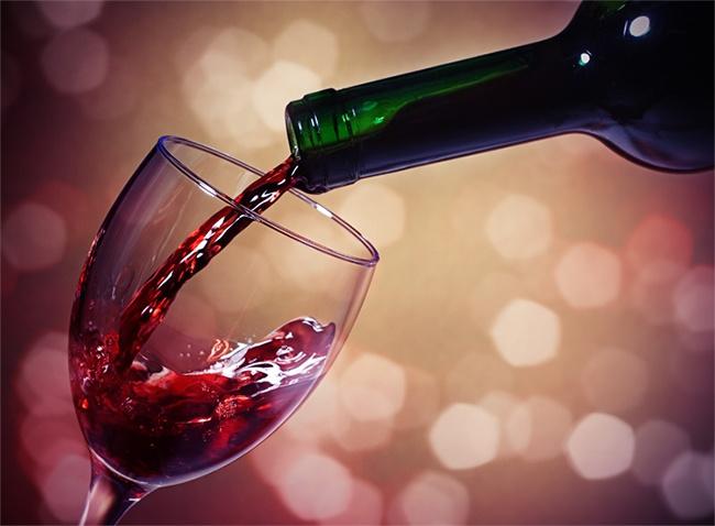 Ученый-химик показал, как выглядит алкоголь под микроскопом