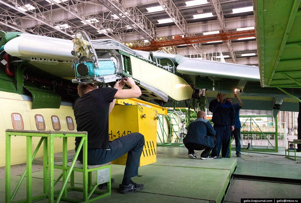 23. С 2012 года «Ангара», базирующаяся в Иркутске, эксплуатирует 5 самолётов Ан-148-100Е. Они н