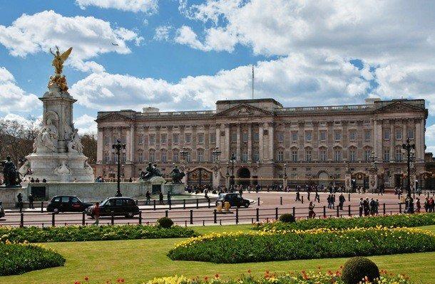 13. Букингемский дворец, Англия Букингемский дворец, расположенный в Вестминстере, в 1837 году был п