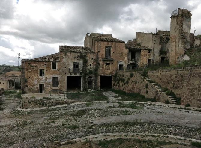 12. Крако — еще один заброшенный город в Италии.