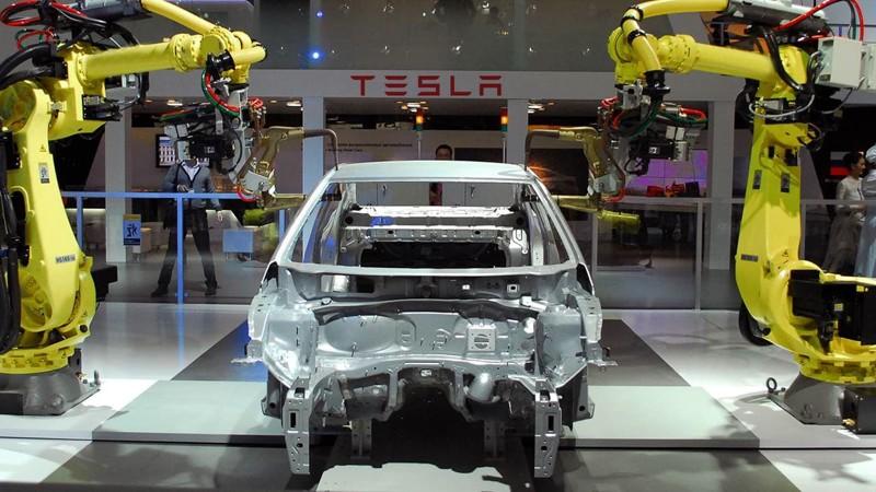 Тесла, как и почти все американские автопроизводители, свысока относилась к идее производить автомоб