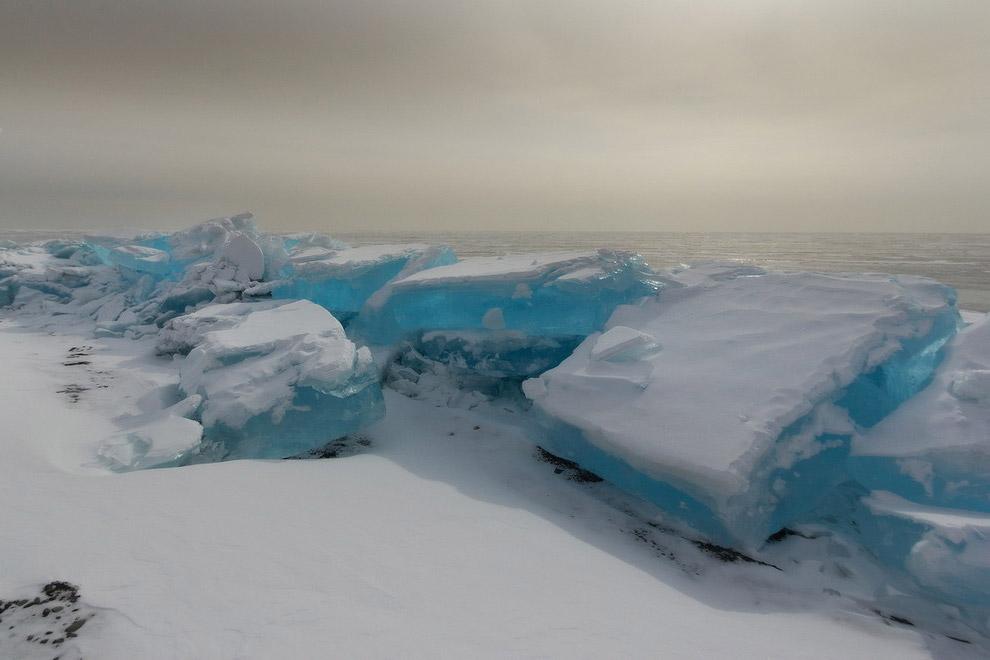 Вот таким бывает лед Байкала.