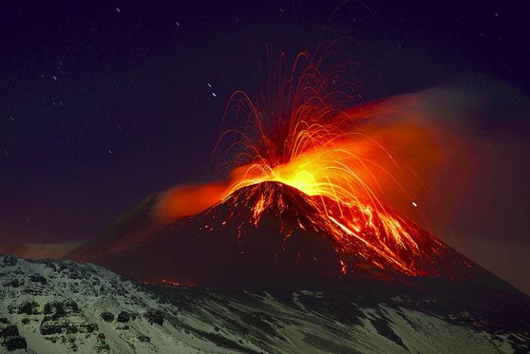 Мерапи  Он является одним из самых грозных и активных вулканов Индонезии и входит в десятку