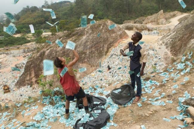 Фильм можно назвать бразильским вариантом «Миллионера изтрущоб». Динамичное кино отрех бразильских