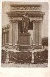 1944. Памятник фельдмаршалу Барклаю-де-Толли