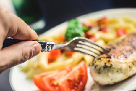 Сосиски иколбаса повышают риск развития рака желудка
