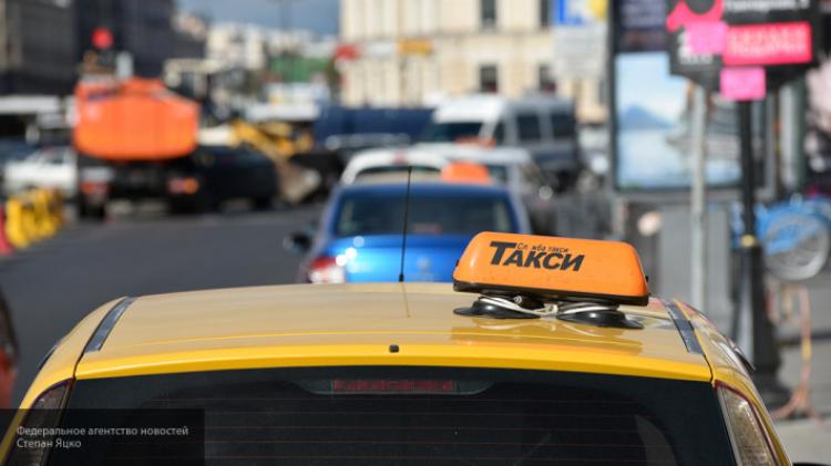 Свидетели сняли навидео нападение таксиста напассажирку вцентральной части Москвы