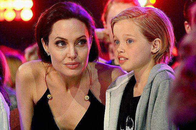 Старший сын Джоли просит ее разместить компрометирующие видео ссор сПиттом