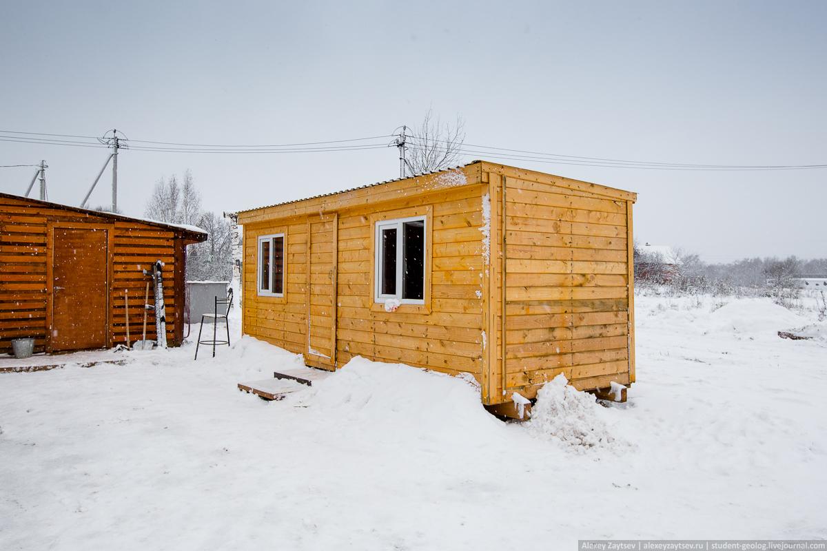 Бытовка, в которой вот уже два года живет Олег Сирота