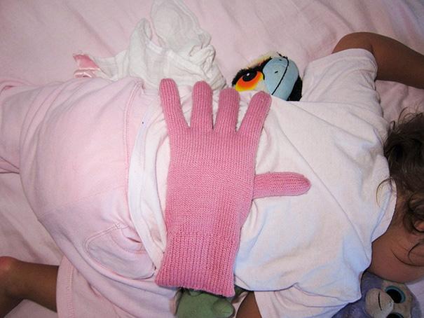 Перчатку, наполненную фасолью, можно использовать в тех случаях, когда вы хотите, чтобы ваши дети чувствовали себя любимыми, но вы слишком устали.