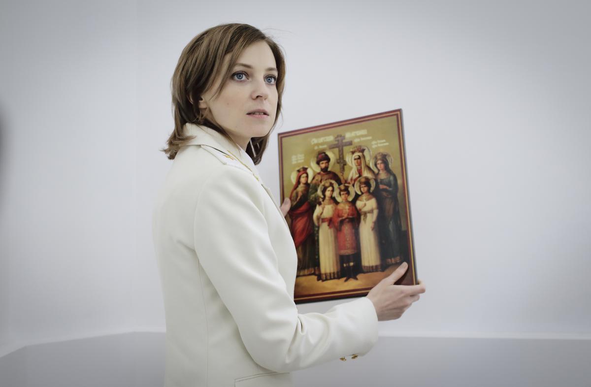 Natalya-Poklonskaya-i-ikona-TSarya-muchenika03.jpg