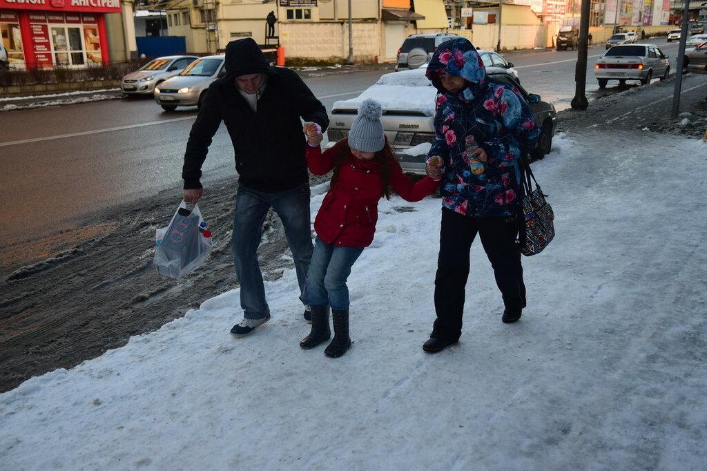 Гололёд в Сочи- мэрия так сильно готовилась к защите,что забыла как это делать.Бардак,с
