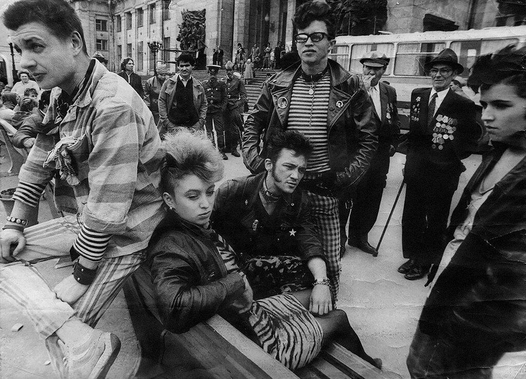 Выезд ленинградских панков на съемки фильма Без мундира, 1988 (архив Миши Бастера).jpg