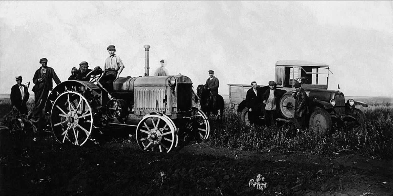 1925. Троицкий округ. Обработка земли трактором