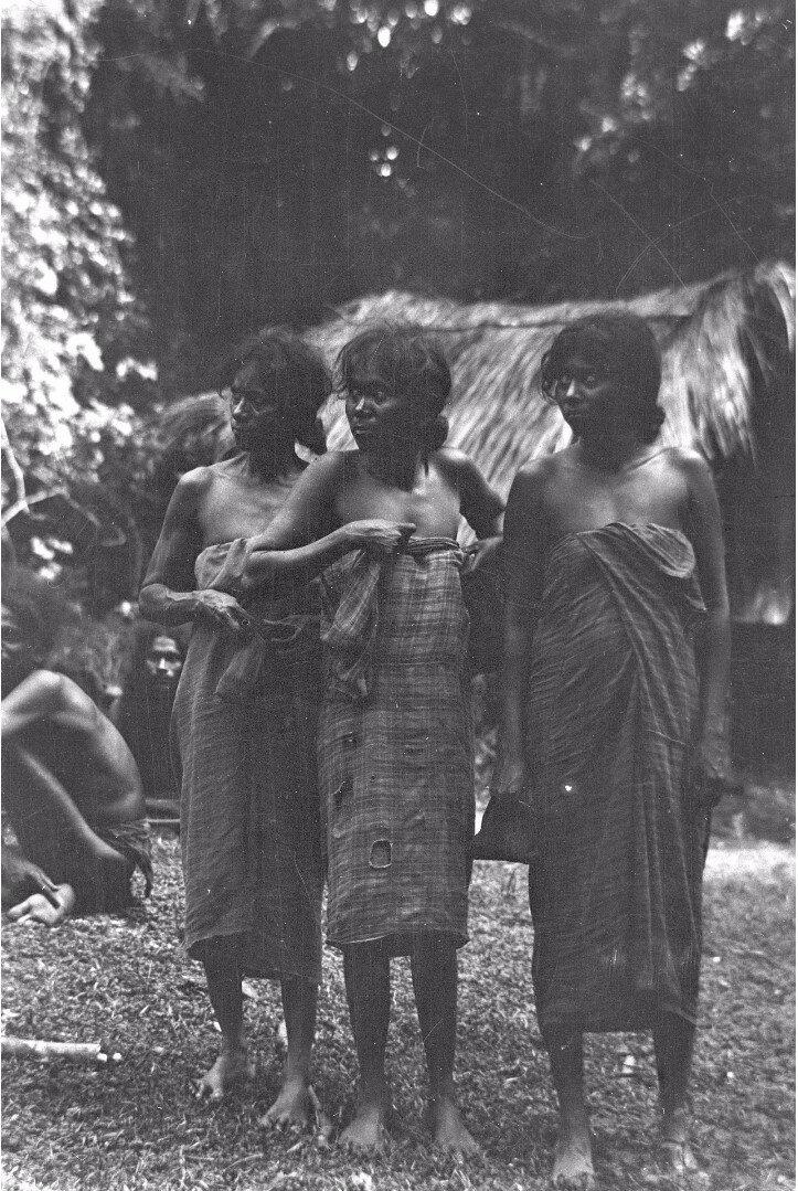 83. Женщины народности ведда