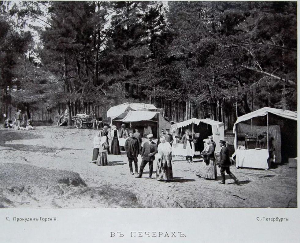 Окрестности Луги. Ярмарка у Печерского святого источника