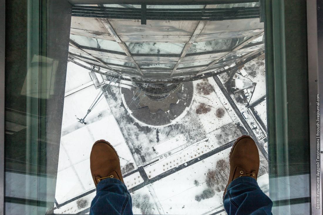 окно в полу смотровой площадки на останкинской башне