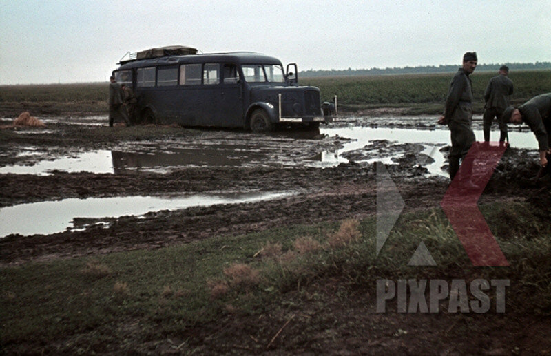 Mercedes-Benz Lo 3750 Bus, Russian front, 1942, Charkow.jpg