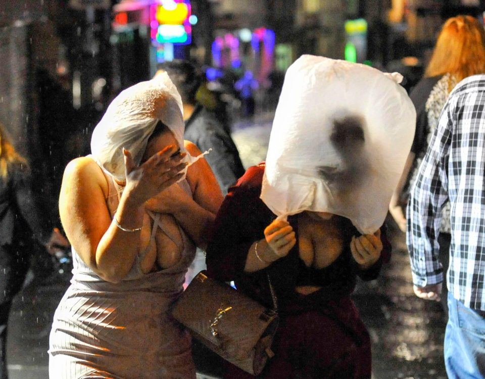 Пьяные англичане на новогодних улицах