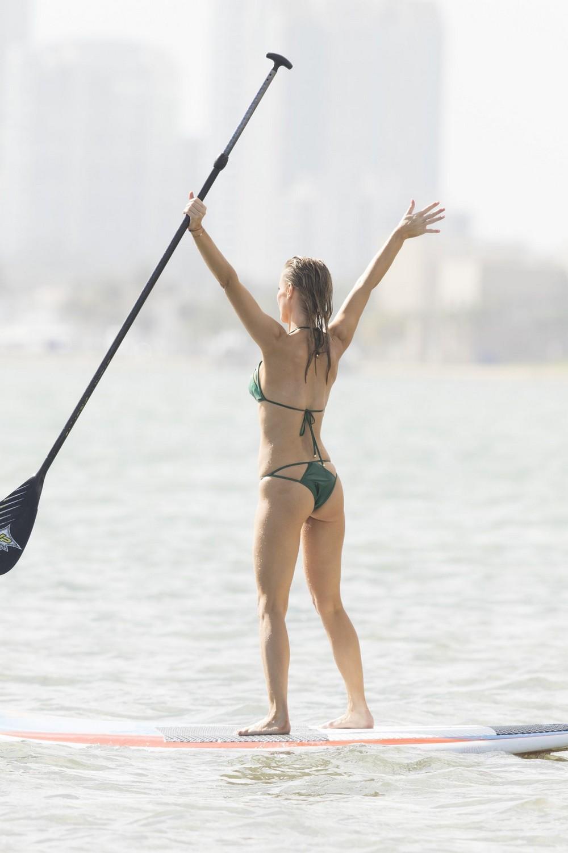 Джоанна Крупа на отдыхе в бикини