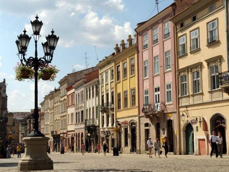 Во Львове один из пострадавших в ДТП с участием маршрутки госпитализирован с тяжелыми травмами, - полиция