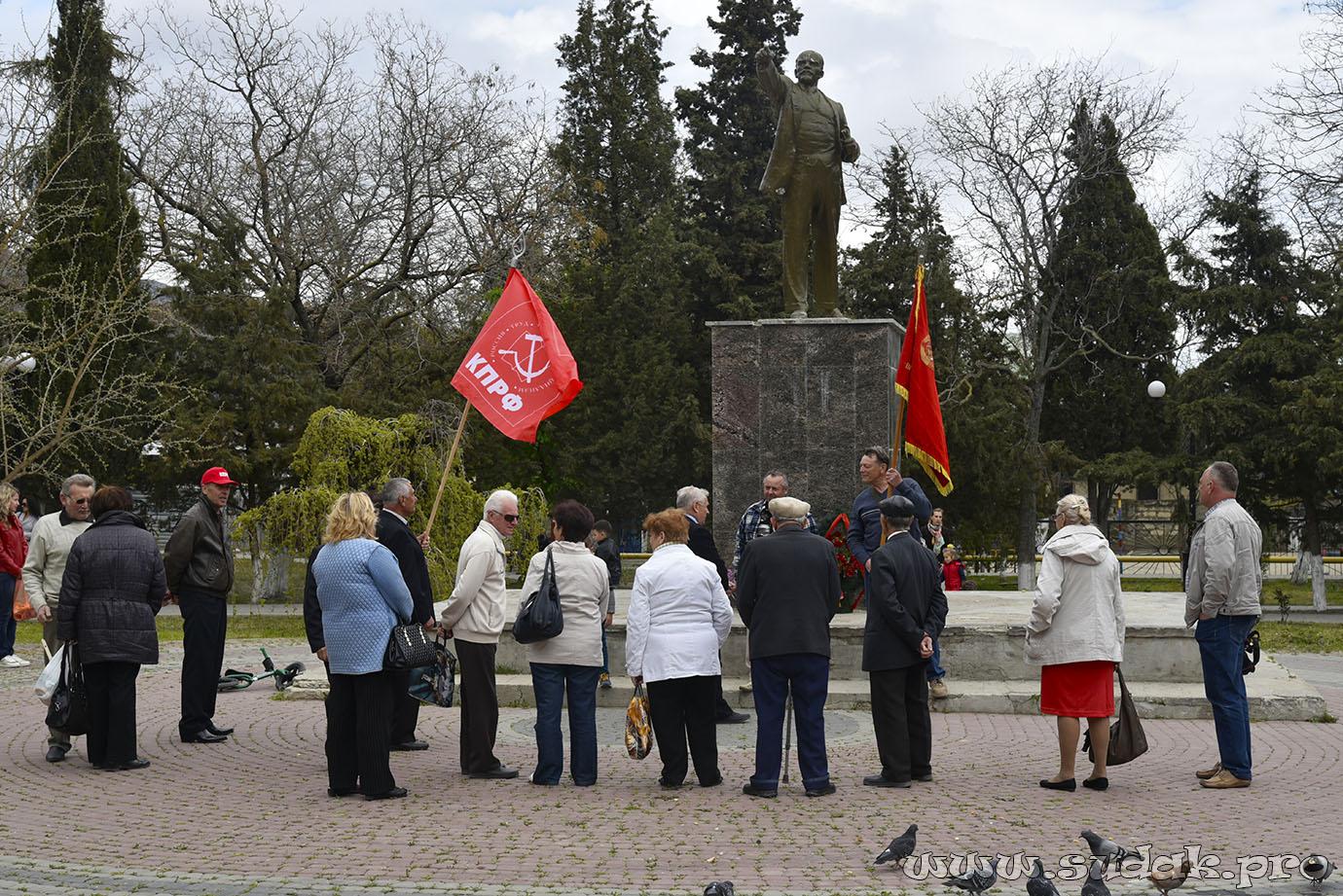 20160422-Коммунисты Судака не забыли про День рождения Вождя мирового пролетариата