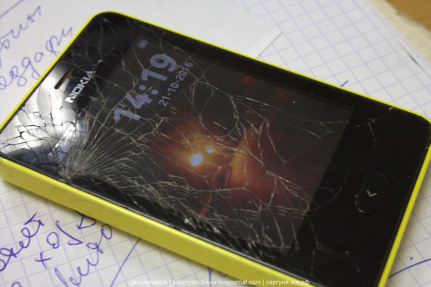 мой сотик - Nokia Asha 501 - экран раскололся
