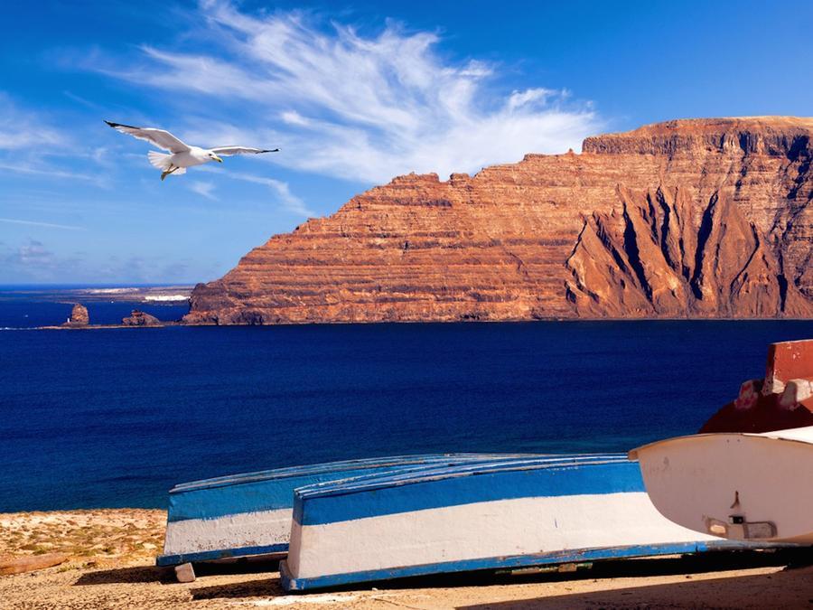 8. Грациоза (Канарские острова) Крошечная Грациоза в составе Испанских Канарских островов является д