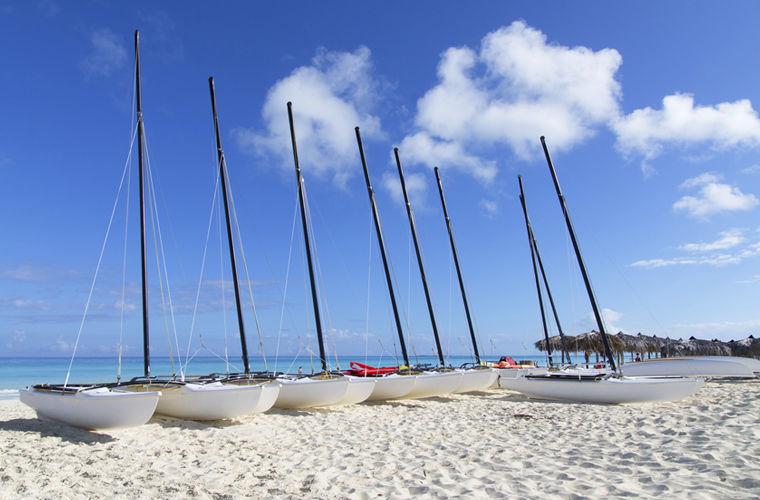 Представьте себе белый песчаный пляж, красивый сад, светлые номера и роскошный спа-салон. Такие