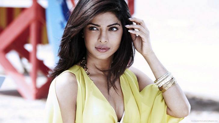Индийская модель и актриса, также обладательница титула «Мисс мира — 2000». Сейчас ее можно увидеть