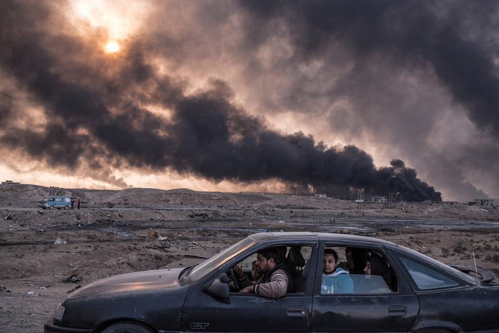 14. Третье место в серии фотографий в категории «Новости с места событий». Бомба взрывается ряд