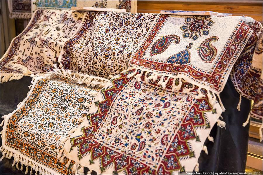 21. Мелких безделушек и сувениров просто не счесть. Интересно, ведь их покупают сами иранцы. Туристо