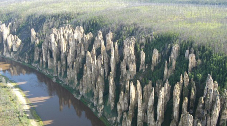 5 невероятных природных столбов из России (5 фото)