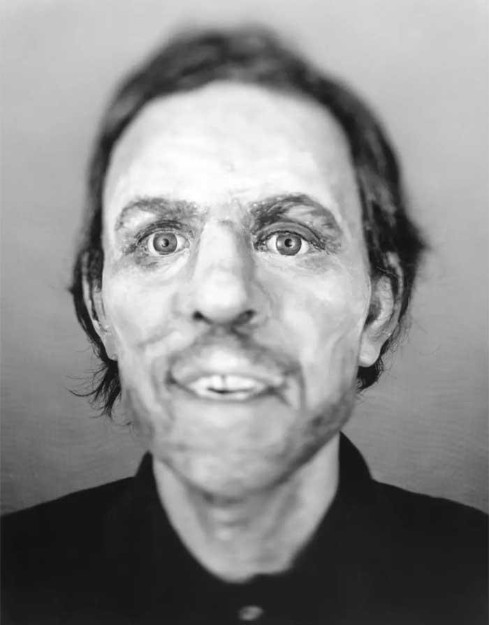 Не опознан. Найден 23 февраля 2000 года инженером, осматривавшим лесной участок в округе Фултон, шта