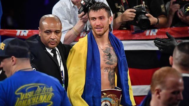 Украинец Александр Усик защитил чемпионский пояс впоединке самериканцем
