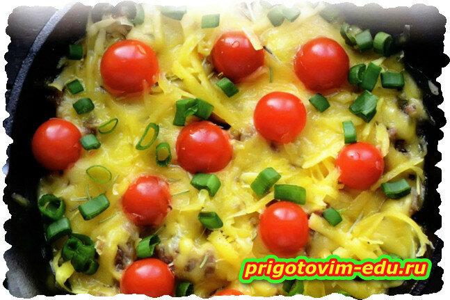Говядина запеченная с сыром и помидорами чери в духовке