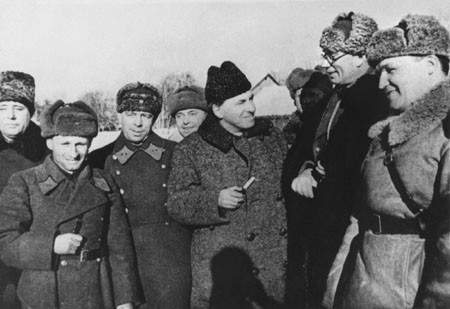Награждение генерала Власова в 1942 году
