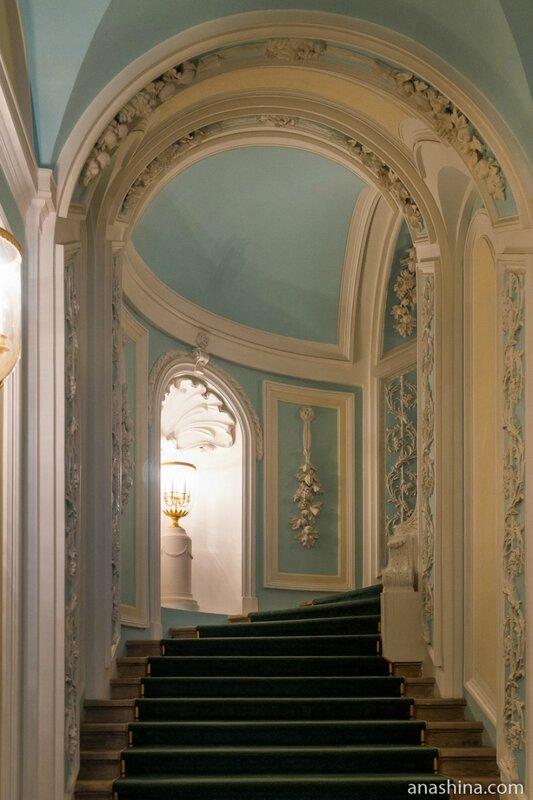 Парадная лестница, Петровский путевой дворец