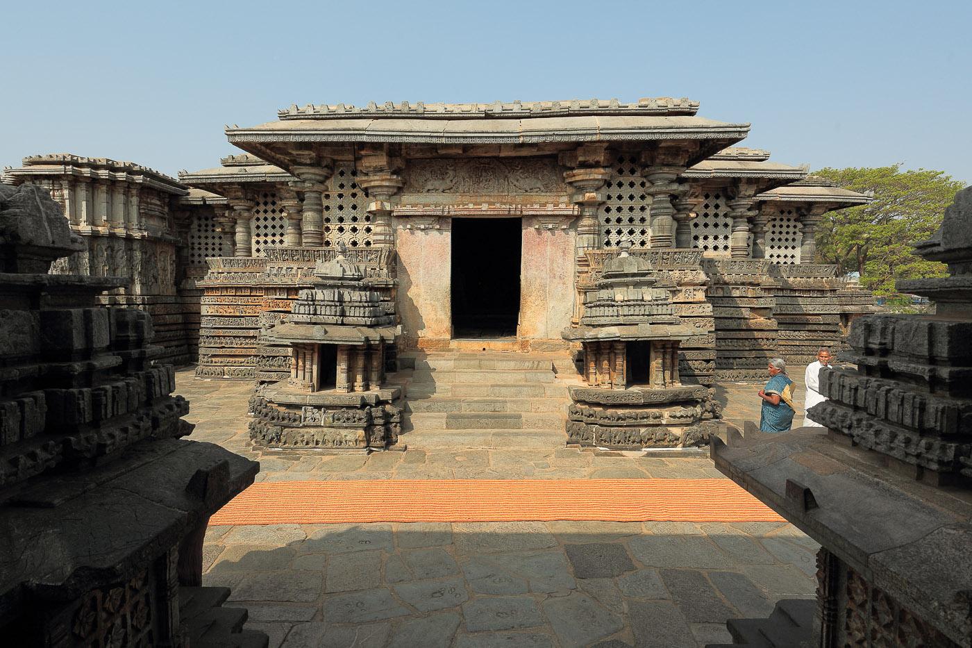 Фото №10. Южный вход в храм. Canon 17-40, 1/80, 0 eV, f 9, 17 mm, ISO 100