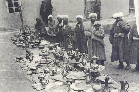Генри Мозер. Бухара. Продавцы кумганов. 1889–1890.jpg