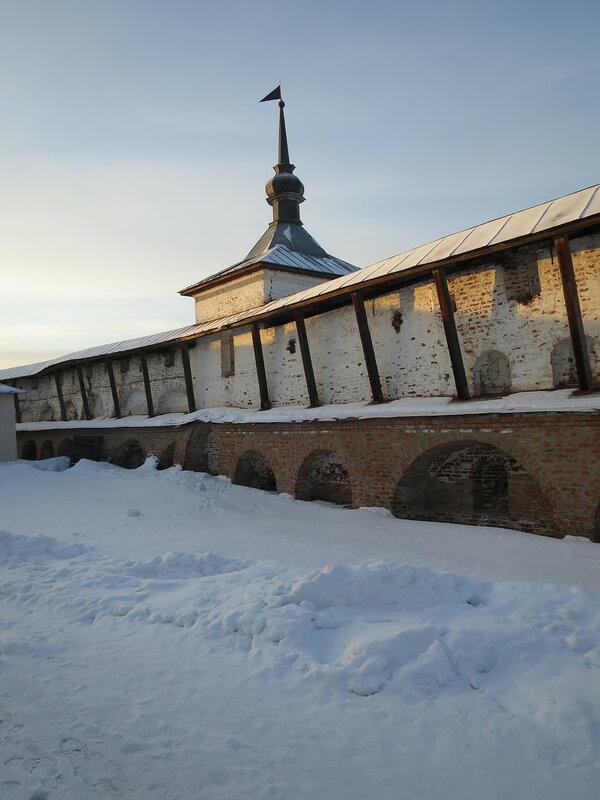 Кирилло-Белозерский монастырь. Поваренная башня с внутренней стороны