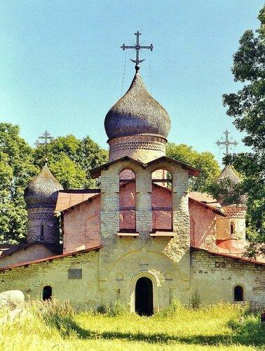 Троицкая церковь XVI века на берегу Чудского озера до реставрации