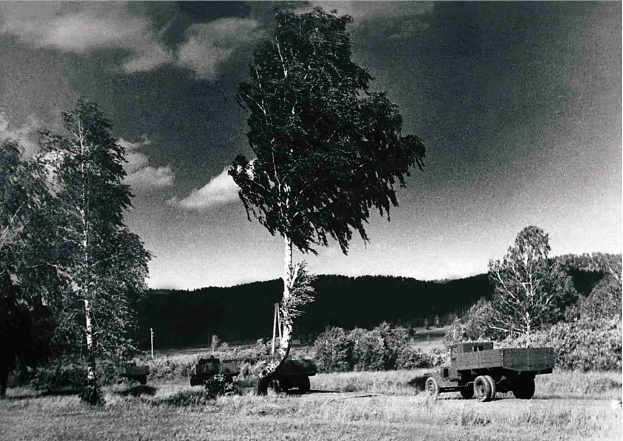 Миасс. Уральский автомобильный завод. Готовые автомашины «Урал-ЗИС-355м» проходят испытания на трассе (1958)