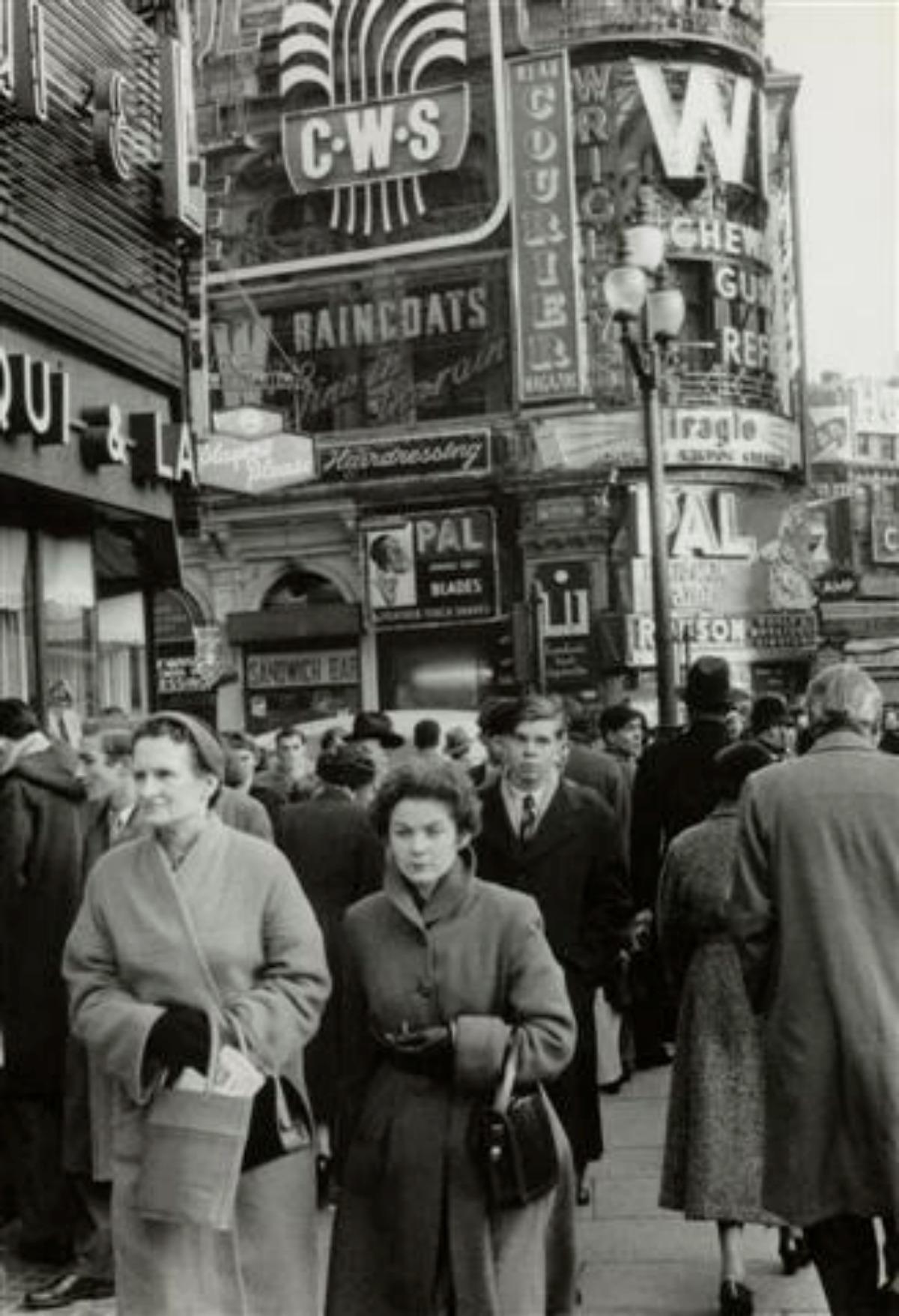 1955. Лондон, площадь Пикадилли