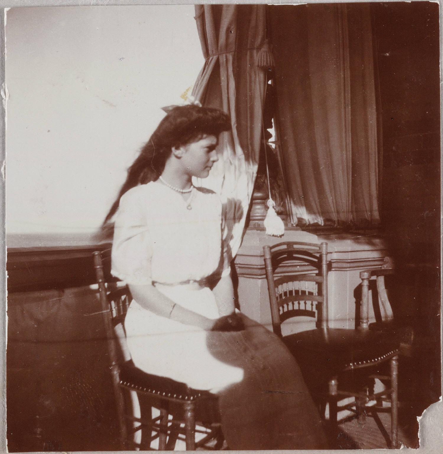 1912. Вел. Кн. Татьяна на балконе Нижней дачи