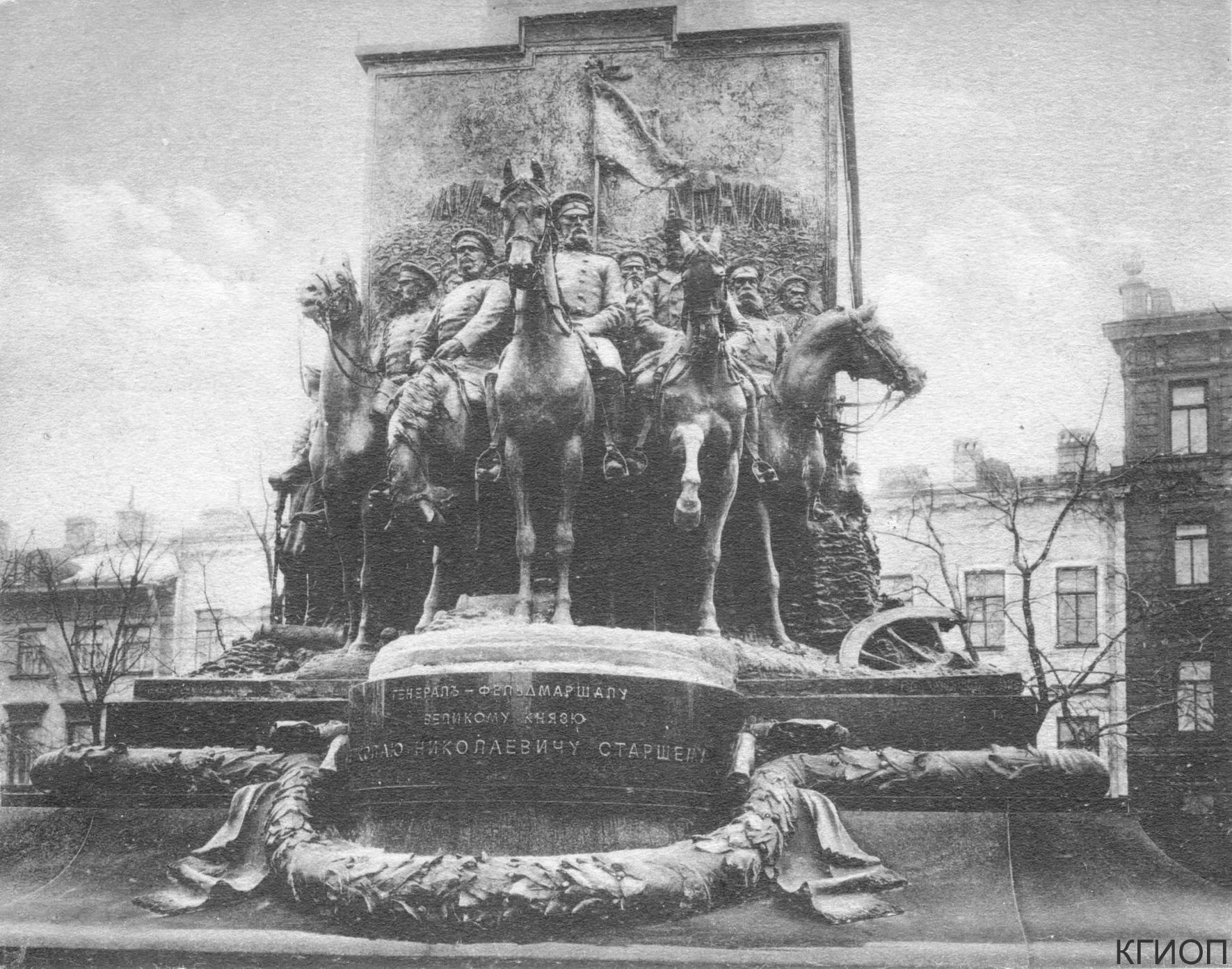 19. Памятник великому князю Николаю Николаевичу на Манежной площади. 1915