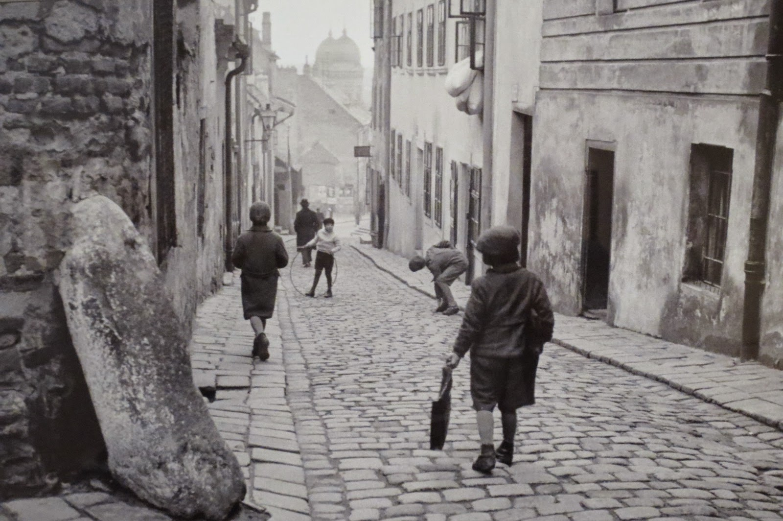 Дети играют в еврейском квартале