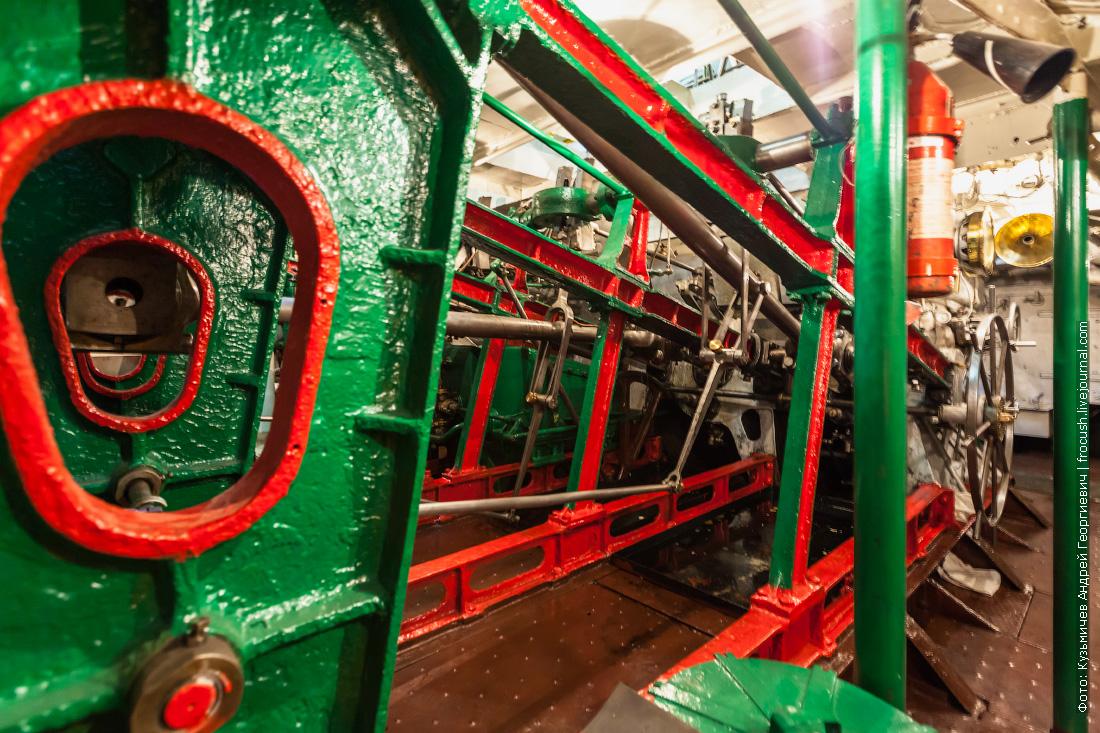колесный пароход Гоголь машинное отделение паровая машина